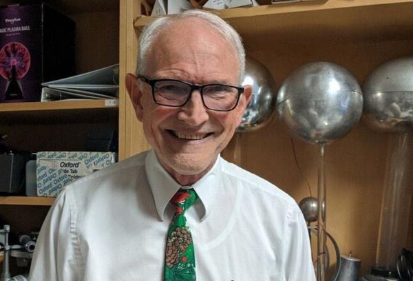 Tiến sĩ David Wright, giảng viên môn Vật lý tại Đại học cộng đồng Tidewater (Mỹ). Ảnh: Tidewater Community College.