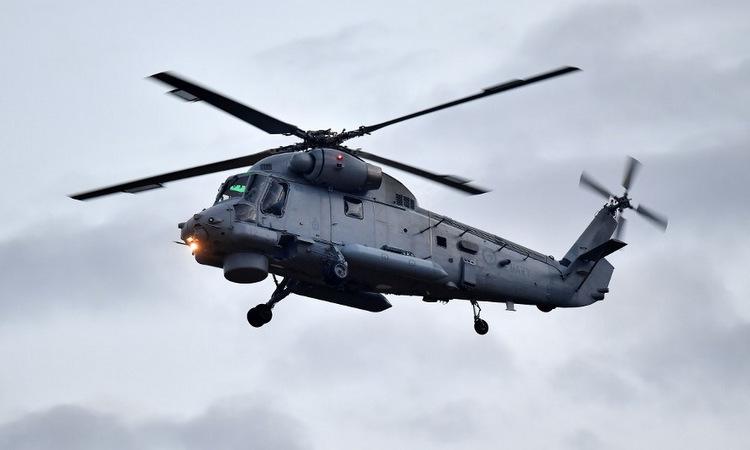 Trực thăng chở đặc nhiệm New Zealand tới đảo White sáng 13/12. Ảnh: AFP.