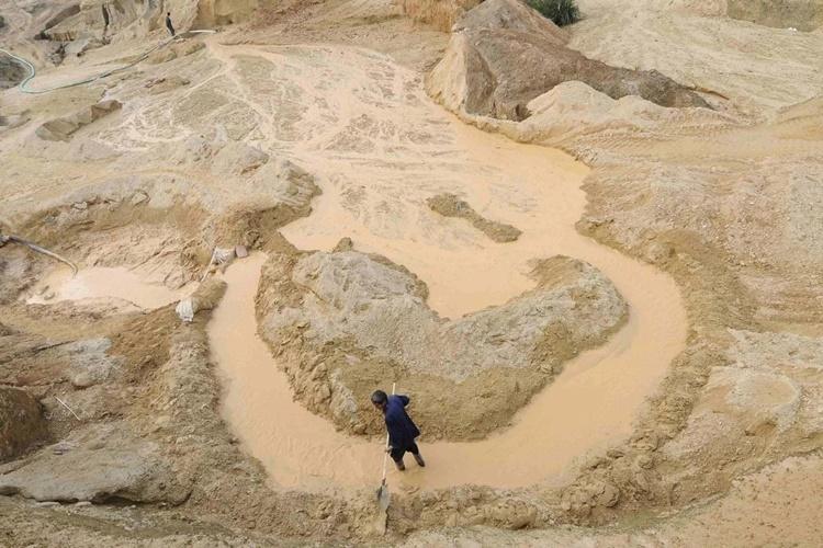 Một mỏ khai thác đất hiếm tại huyện Nam Xương, tỉnh Giang Tây, Trung Quốc. Ảnh: Reuters.