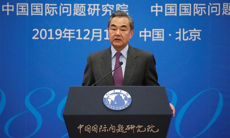 Ngoại trưởng Trung Quốc Vương Nghị phát biểu ở Bắc Kinh ngày 13/12. Ảnh: Reuters.