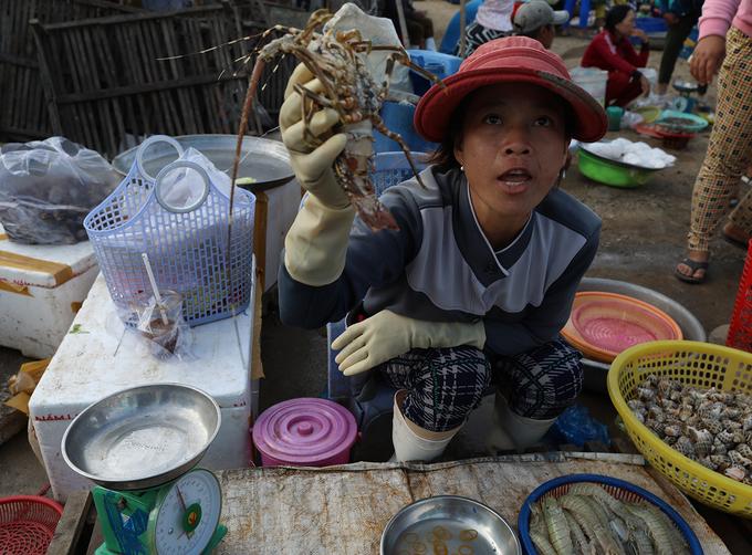 Chợ hải sản giá rẻ ở vùng quê gió cát