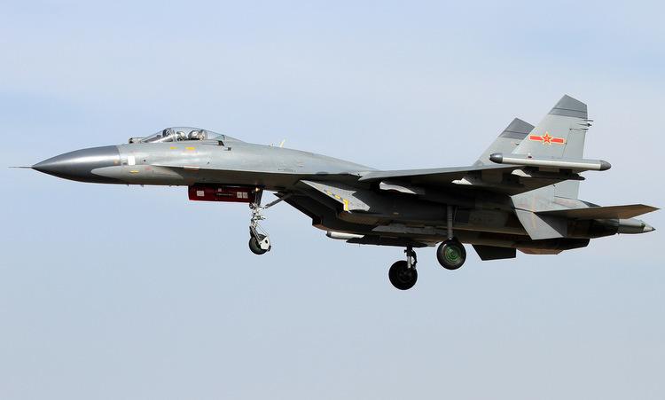 Tiêm kích J-11 được Trung Quốc sao chép từ dòng Su-27 Nga. Ảnh: Airliners.