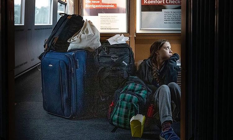 Greta Thunberg đăng ảnh ngồi bệt trên sàn tàu hỏa hôm qua. Ảnh: Twitter/ Greta Thunberg.