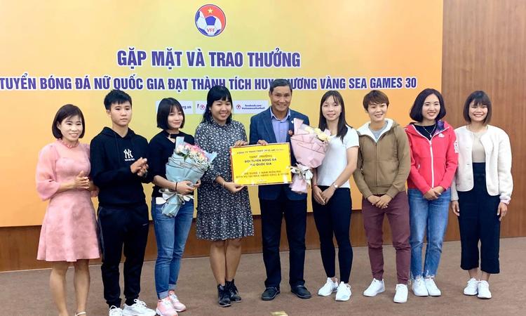 Tuyển nữ Việt Nam nhận thưởng kỷ lục