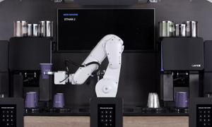 Cánh tay robot pha chế cà phê tự động