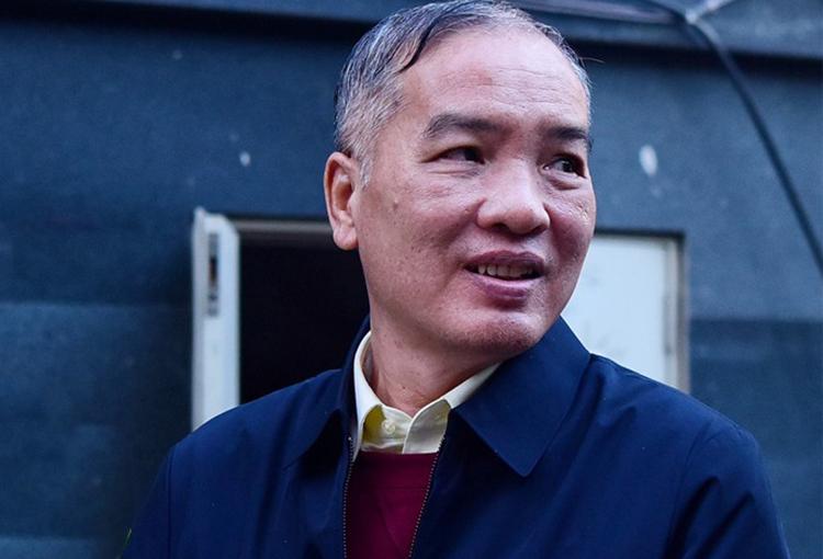 Cựu chủ tịch MobiFone Lê Nam Trà bị dẫn giải trở về trại giam sau ngày xét xử đầu tiên. Ảnh: Giang Huy