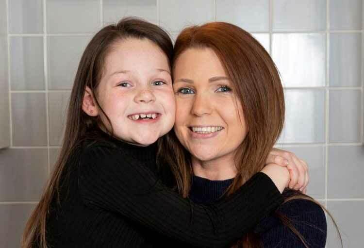 Jessica Kinder cứu sống mẹ nhờ video xem trên YouTube. Ảnh: SWNS.