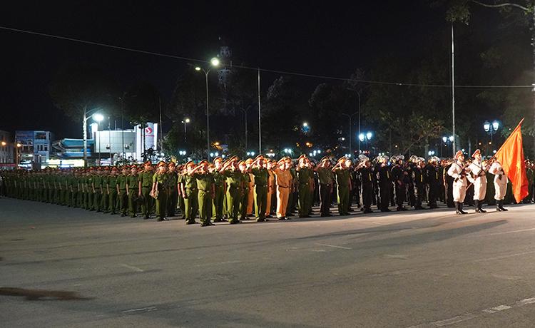 Lễ phát động ra quân tấn công, trấn áp tội phạm dịp lễ Tết với sự tham gia của gần nghìn chiến sĩ Công an tỉnh Đồng Nai. Ảnh: Phước Tuấn