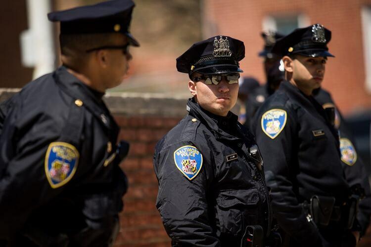 Cảnh sát ở thành phố Baltimore, bang Maryland, Mỹ. Ảnh: NYTimes.