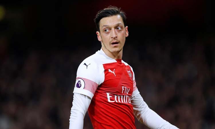 Tiền vệ Mesut Ozil của Arsenal trong một trận đấu ở London, Anh hôm 27/2. Ảnh: Reuters.