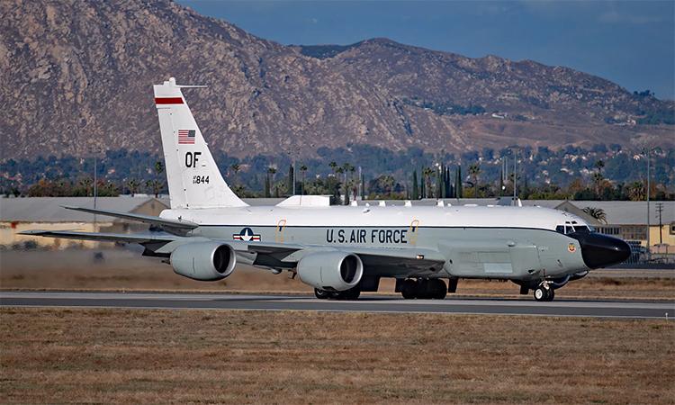 Trinh sát cơ RC-135V tại căn cứ không quân March, California tháng 12. Ảnh: US Air Force.