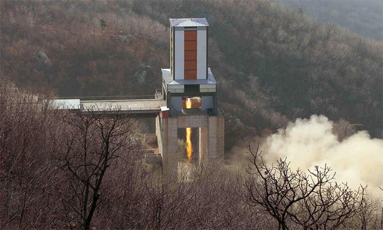 Một động cơ tên lửa được thử tại bãi phóng vệ tinh Sohae ở tỉnh Bắc Pyongan, Triều Tiên. Ảnh: KCNA.