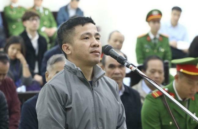 Bị cáo Quang, 36 tuổi, bị truy tố về tội Vi phạm quy định về quản lý và sử dụng vốn đầu tư công gây hậu quả nghiêm trọng.