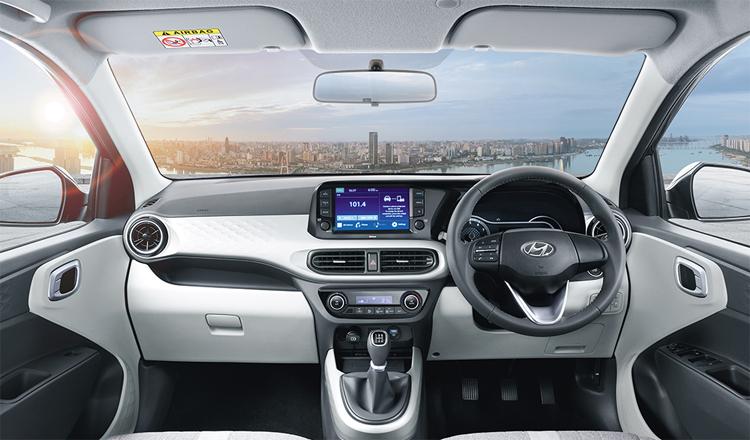 Xe bán tại Anh cũng giống ở Ấn Độ, là phiên bản vô-lăng bên phải. Ảnh: Hyundai