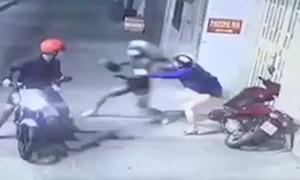 Cướp liên tiếp tấn công phụ nữ lúc đêm khuya