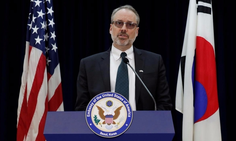 Nhà đàm phán Mỹ James DeHart tại Seoul ngày 19/11. Ảnh: Reuters.