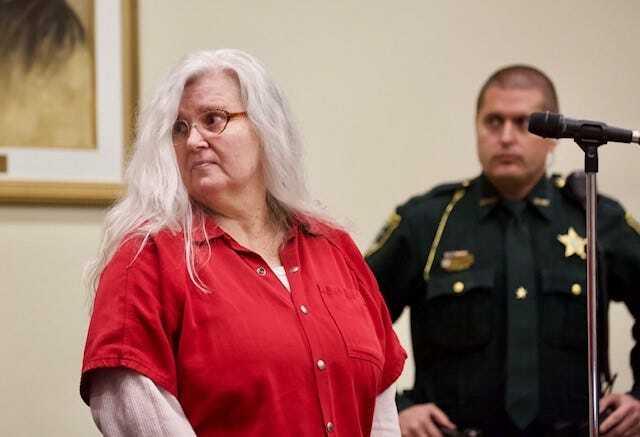 Lois tại buổi nhận tội. Ảnh: Amanda Inscore/The News-Press.