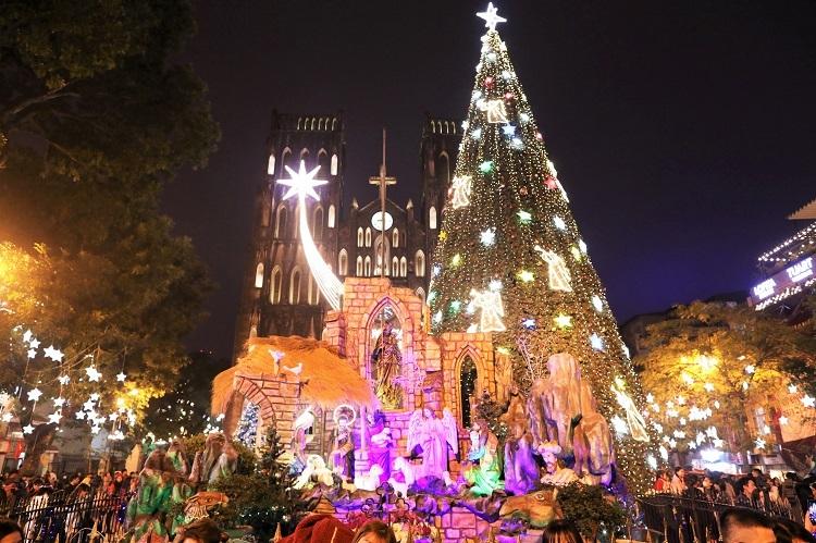 Không khí Noel tại Nhà thờ lớn (Hà Nội). Ảnh: Ngọc Thành