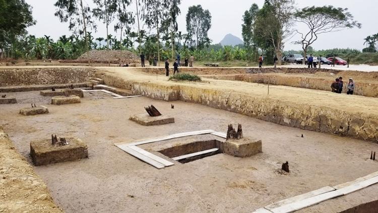3 hố khai quật tại bãi cọc Cao Quỳ, xã Liên Khê, huyện Thủy Nguyên (Hải Phòng). Ảnh: Giang Chinh