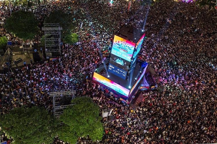 Chương trình countdown mừng năm mới ở Phố đi bộ Nguyễn Huệ năm ngoái thu hút hơn 50.000 người tham dự. Ảnh: Như Anh