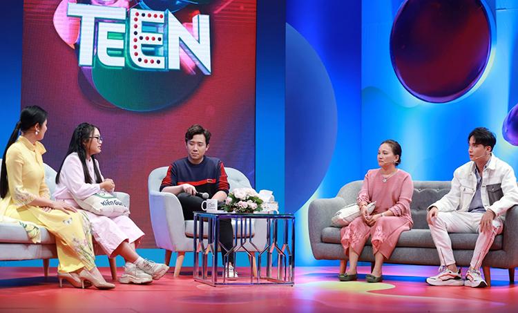 Phương Mỹ Chi tham gia chương trình Teen học chất với mẹ Huỳnh Như cùng khách mời S.T Sơn Thạch và hoa hậu Ngọc Hân.