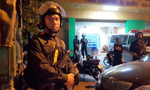 Cảnh sát chốt trước cửa chínhbệnh viện Tâm Hồng Phước. Ảnh: Phước Tuấn.