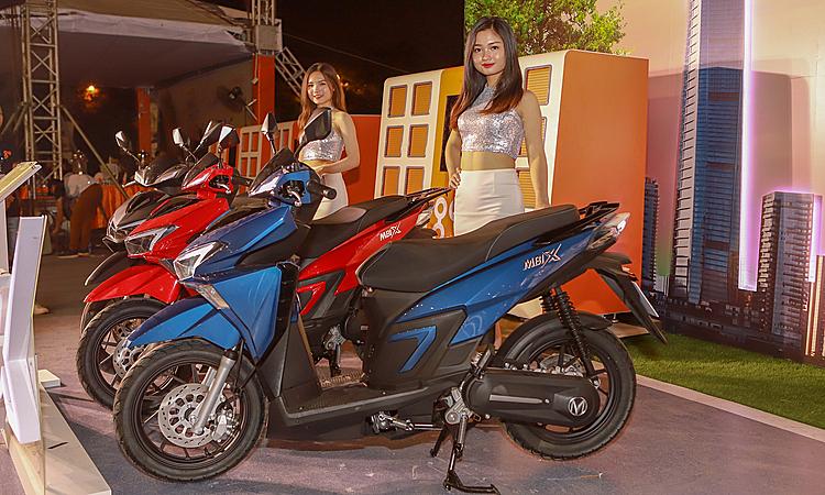 Mbi X ra mắt tại Việt Nam.