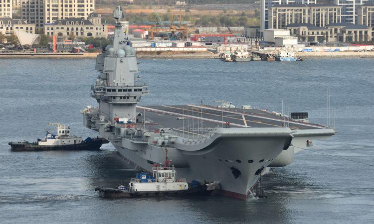 Tàu sân bay Sơn Đông rời cảng Đại Liên hồi tháng 11. Ảnh: Xinhua.