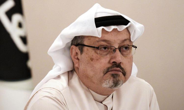 Nhà báo Jamal Khashoggi tại một cuộc họp báo ở Bahrain tháng 12/2014. Ảnh: AFP.