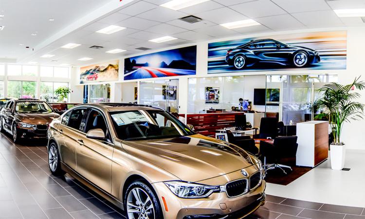 Xe trưng bày trong một đại lý BMW ở Mỹ. Ảnh: GliddenSpina