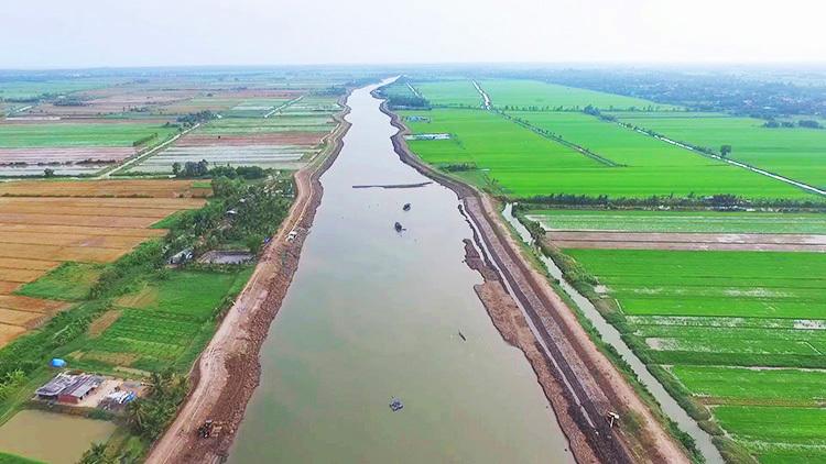 Hồ chứa nước ngọt một triệu mét khối tại huyện Ba Tri, tỉnh Bến Tre. Ảnh: Hoàng Nam