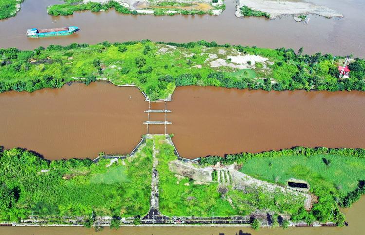 Âu thuyền Tắc Thủ chắn ngã ba sông Ông Đốc - Cái Tàu - Sông Trẹm. Ảnh: Minh Thanh.