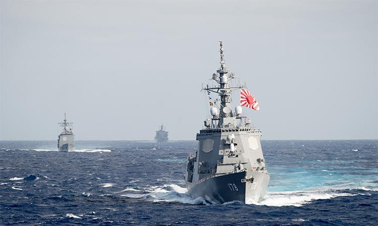 Khu trục hạm JS Ashigara tập trận cùng chiến hạm Mỹ tháng 11/2016 tại vùng biển ngoài khơi Nhật Bản. Ảnh: US Navy.