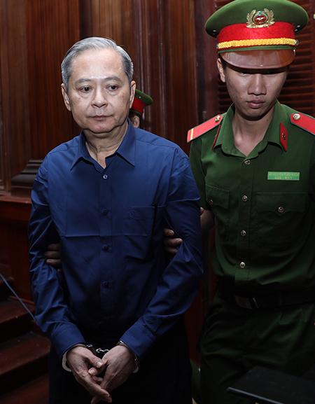 Ông Nguyễn Hữu Tín tại toà chiều nay. Ảnh: Hữu Khoa.