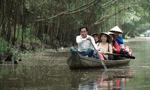Chèo thuyền ngắm hơn 100 loài chim