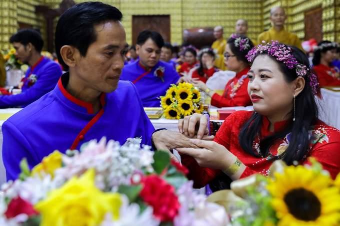 50 cặp vợ chồng khuyết tật làm lễ cưới trong chùa