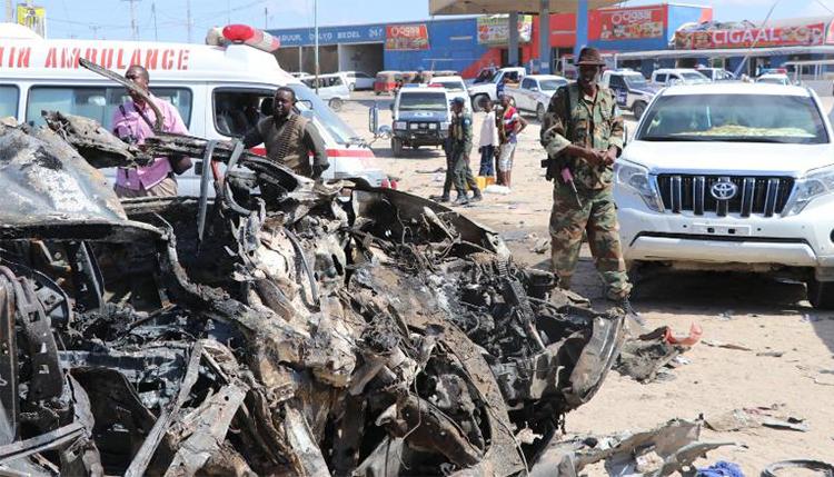 Hiện trường vụ đánh bom xe ở thủ đô Mogadishu sáng 28/12. Ảnh: AFP.