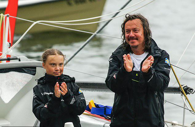 Greta và bố sau khivượt Đại Tây Dươngđến New York, Mỹ hồi tháng 8. Ảnh: AFP