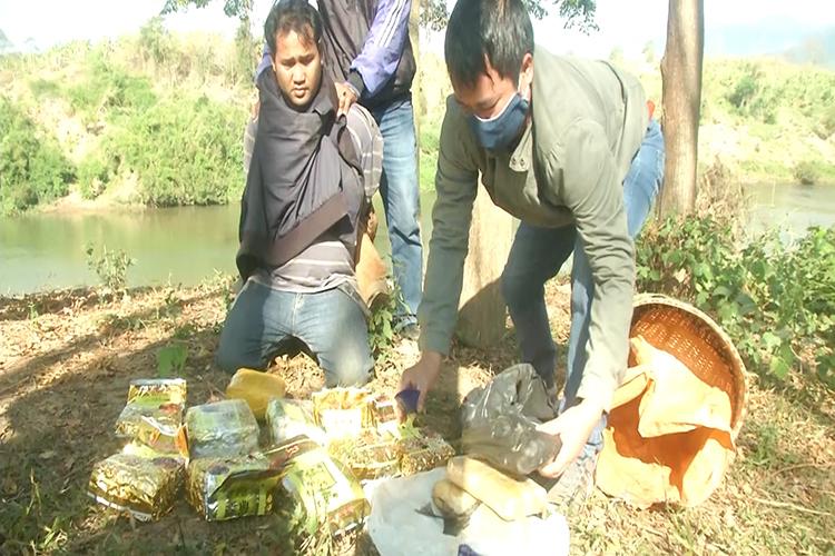 Tang vật vụ án gồm 10kg ma tuý đá và 20.000 viên ma tuý tổng hợp. Ảnh: Đình Tiến