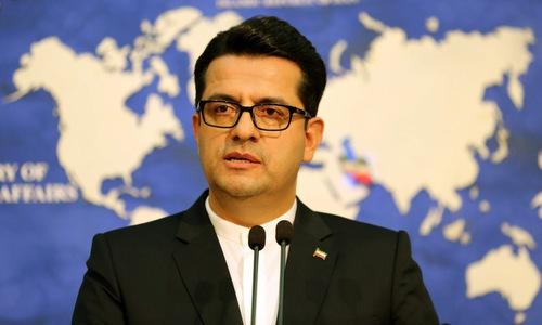 Phát ngôn viên Mousavi trong một cuộc họp báo tại Tehran hồi tháng 9. Ảnh: AFP.