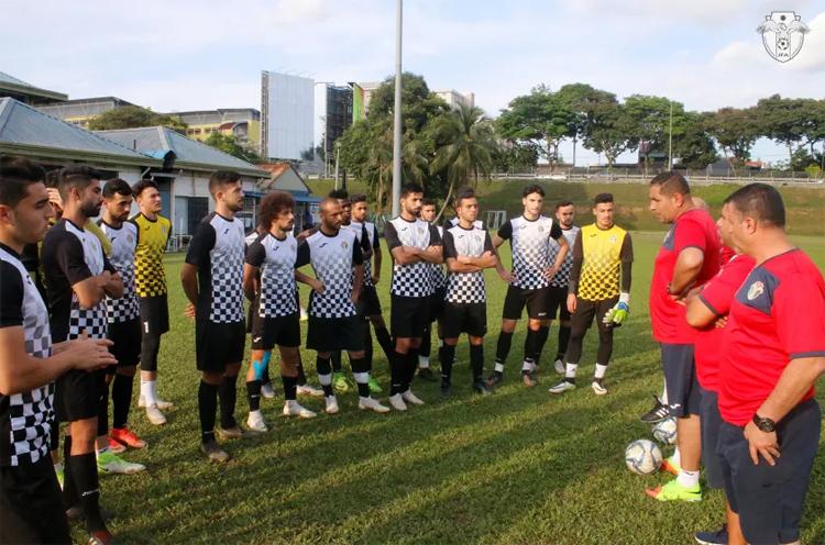 Các cầu thủ U23 Jordan trên sân tập Petaling Jaya hôm 29/12. Ảnh: JFA.
