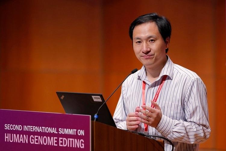 He Jiankui tuyên bố đã chỉnh sửa gene thành công tại một hội nghị ở Hong Kong hồi tháng 11/2018. Ảnh: AP.
