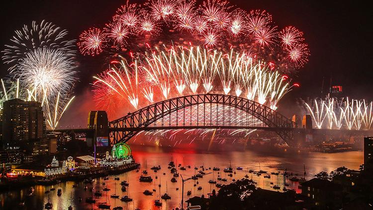 Màn bắn pháo hoa đón năm mới ở Cầu cảng Sydney năm ngoái. Ảnh: Sky News