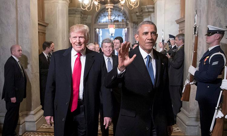Tổng thống Mỹ Trump và cựu tổng thống Barack Obama (phải)tại lễ nhậm chức của ông Trump ở Washington D.C ngày 20/1/2017. Ảnh: Reuters.