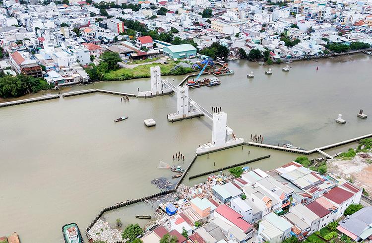 Cống Phú Xuân (quận 7 và Nhà Bè), một trong 6 cống ngăn triều của dự án. Ảnh: Lê Chí.