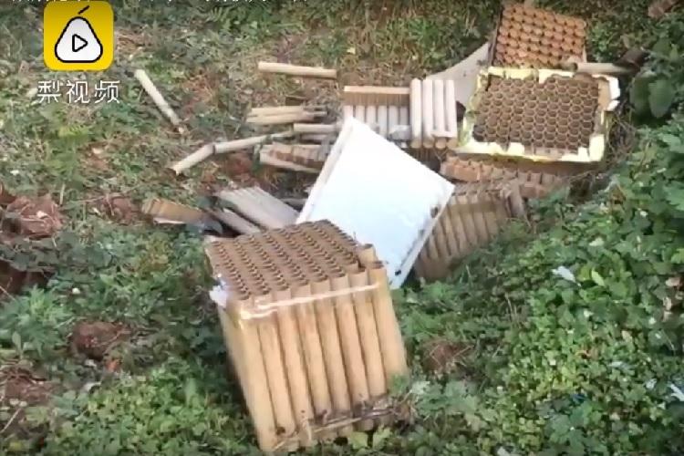 Vỏ pháo sau lễ mừng thọ khiến 246 con gà đột tử. Ảnh: Youtube/PearVideo.