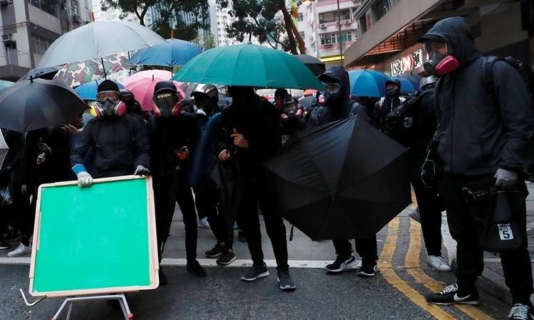 Người biểu tình tại Hong Kong ngày 1/1. Ảnh: Reuters.
