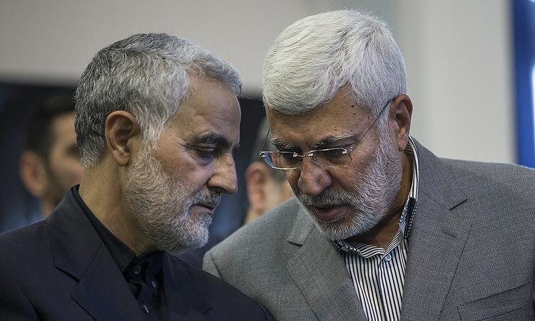 Soleimani (trái) và Muhandis trong một sự kiện tại Iran năm 2017. Ảnh: Fars News.