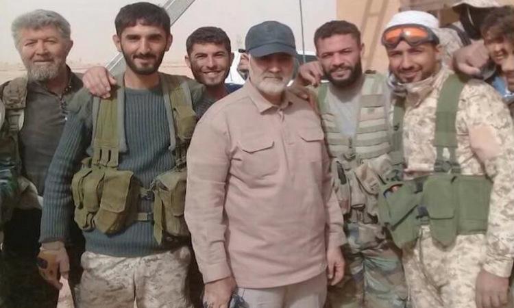 Tướng Soleimani (giữa) trong chiến dịch tại Aleppo năm 2015. Ảnh: Al Jazeera.