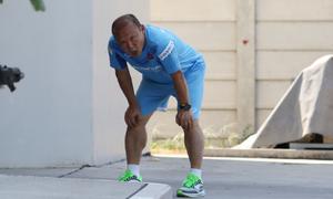HLV Park thở dốc khi chạy cùng U23 Việt Nam